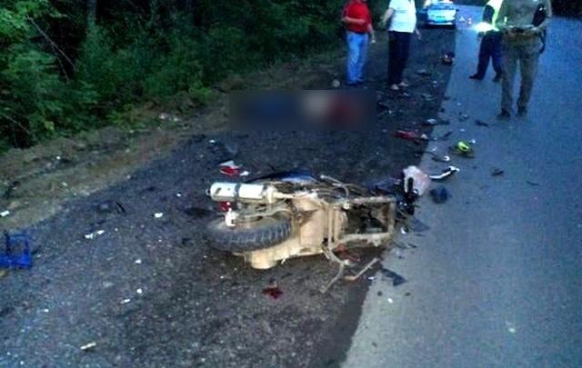 Скутерист протаранил три авто и погиб