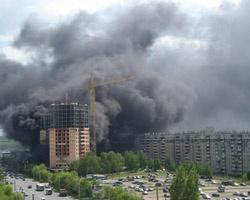 Пожар в челябинской новостройке отрезал от земли несколько человек