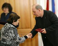 Глава Самары вручил знак отличия «Материнская доблесть»