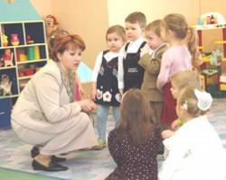Президент пообещал поднять зарплату работникам детсадов