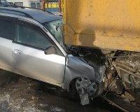 Водитель иномарки погиб после столкновения с КАМАЗом