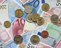 После аварии на дорогу выпали 2 миллиона евро
