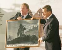 Виктор Зубков подарил Музею-заповеднику «Сталинградская битва» раритетный плакат