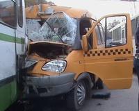 В Ростове маршрутка столкнулась с автобусом: девять пострадавших