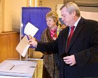 Василий Голубев с супругой проголосовали в девять утра