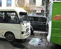 В Ростове автобус столкнулся с троллейбусом