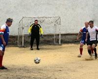 Каменск-Шахтинские зеки обыграли ветеранов футбола