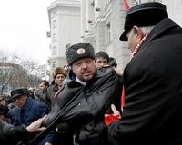После митинга КПРФ полковник полиции попал в больницу