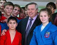 Губернатор открыл в Ростове бассейн «Коралл»