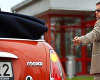 Хакеры: с помощью телефона можно угнать любой современный автомобиль