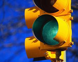 ПАЗ сбил двух пешеходов на светофоре