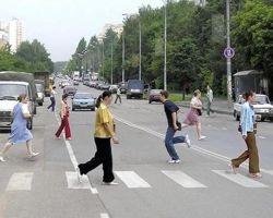 Пьяные пешеходы штурмуют дороги