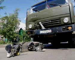 Под колесами КАМАЗа погиб водитель скутера