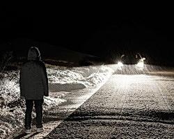 В Среднеахтубинском районе по женщине проехали две машины