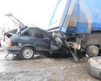 «Четырнадцатая» влетела в стоящий грузовик