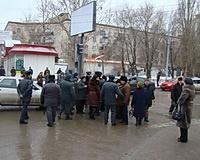 В Волгограде обманутые вкладчики «Росгражданкредит» перекрыли пр. Ленина