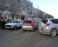 В центре Волгограда образовалась километровая пробка