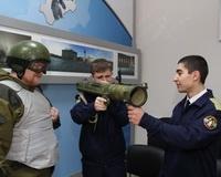 Волгоградским школьникам показали эволюцию российского оружия