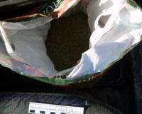Волгоградец прятал под курткой килограмм марихуаны