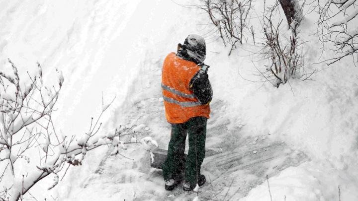 Волгоград вторые сутки парализован снегом