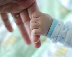 Младенческая смертность снижается, но сохраняется