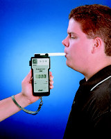 Водителей спасет погрешность алкотестера
