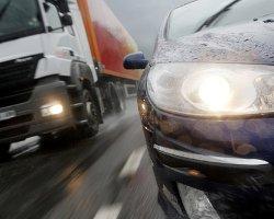 Женщина врезалась в грузовик: 2 человека погибли