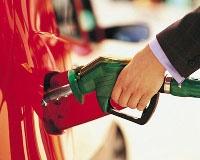 Бензин хотят удешевить большими пошлинами