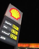 Бензин к осени снова подорожает