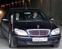 Запрет на дорогие авто чиновников внесен в Госдуму