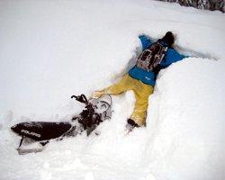 Пьяный водитель снегохода сбил собственную дочь