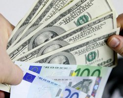 Россияне скупают валюту