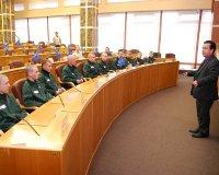 Заключенные заняли депутатские кресла