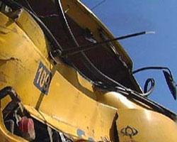 Грузовик врезался в пассажирский автобус