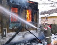 При пожаре в частном доме огнеборцы спасли четверых человек