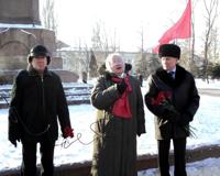 Коммунисты возложили цветы к памятнику Ленина