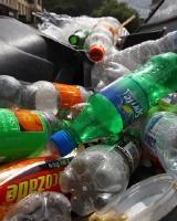 Из дворов областного центра не вывозят мусор по четыре недели
