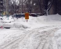 Автовладельцев просят убрать свои машины из дворов