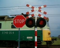 Хотел проскочить перед поездом