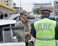 Чтобы избежать столкновения с фурой, водитель сбил инспектора ДПС