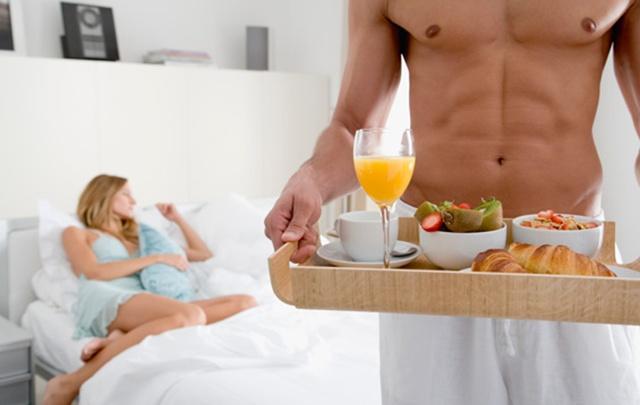 Ужин в постели, или Еда сексу не помеха