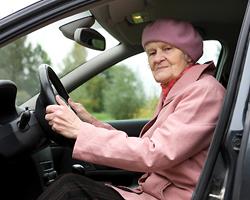 Пенсионерам могут сократить водительский «срок»