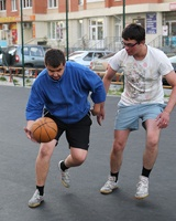 Активные тюменцы развивают дворовый спорт