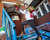 «Детям – мороженое... бабе – цветы»: букеты получили 28 дам