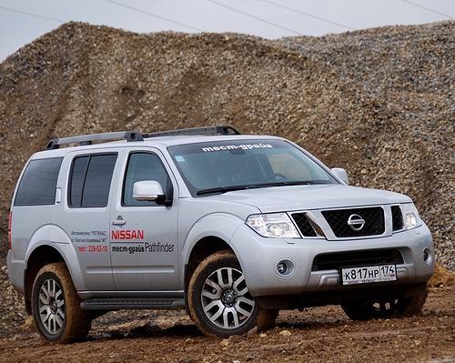 Nissan Pathfinder – опасная привычка