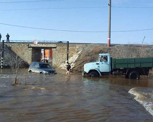 Массовый потоп: десятки машин под водой