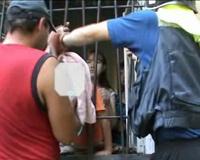 Челябинские спасатели освободили мальчика, застрявшего в решетке