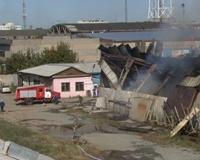 В центре Челябинска горят склады: дым виден далеко за пределами квартала