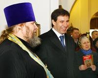Юревич поцеловал икону Божией Матери, прибывшую в Челябинск