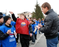 Кунашакские студенты и школьники посоревновались в уборке улиц